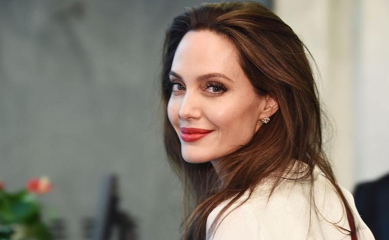 Jolie augenfarbe angelina Angelina Jolie